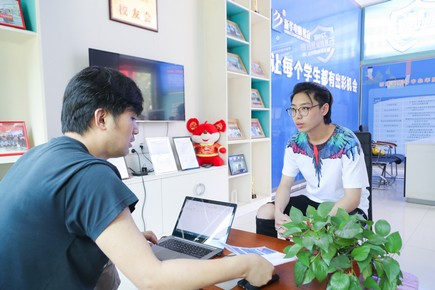 长沙新华携手中教易未来,举办一对一面试招聘会