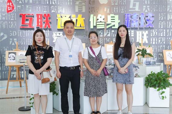 长沙合巨信息科技有限责任公司与长沙新华进行校企合作洽谈