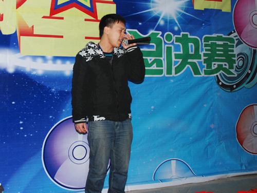 4.李杰为大家带来一首《冰雨》.jpg