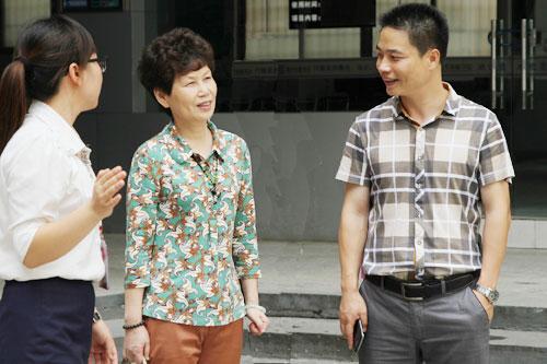 3向戴局长介绍学院师资力量.jpg