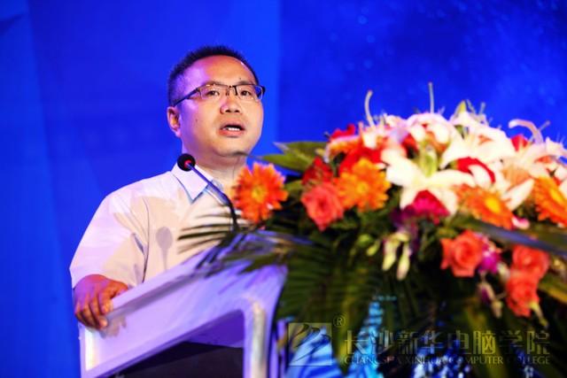 <a href=http://www.csxinhua.com/ target=_blank class=infotextkey>新华</a>教育集团总裁张明致辞.jpg