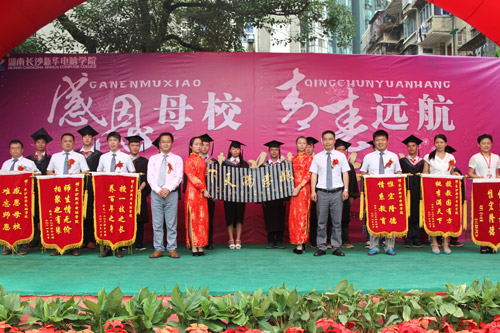 14各班级与上海迈歌有限公司向我院谢礼.jpg