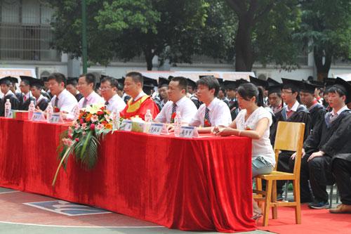 1院领导出席本次毕业典礼.jpg