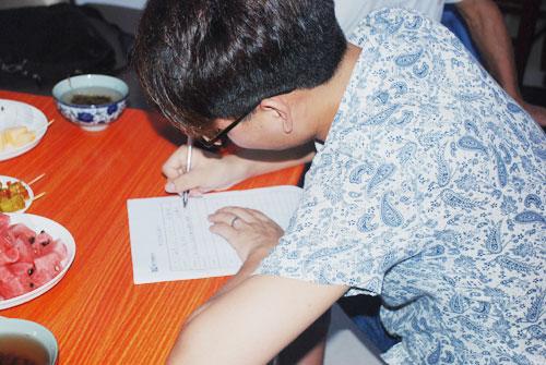 3学生签订学习成长目标书.jpg