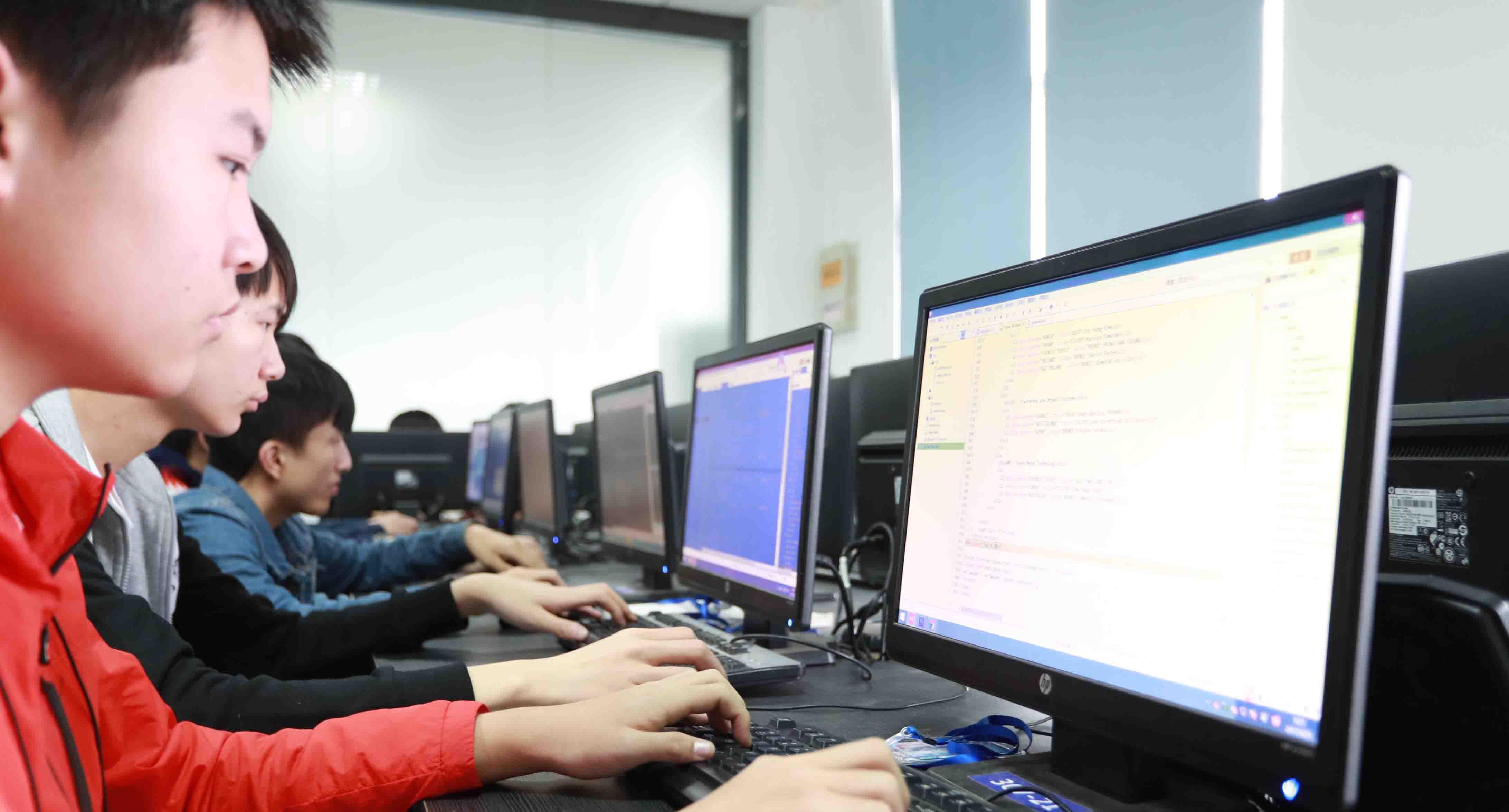 新华软件大赛:演绎键盘上的速度与激情