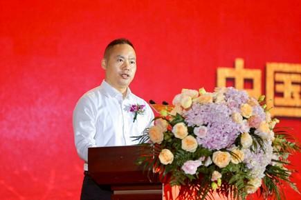 中国东方教育集团总裁许绍兵发布中国东方教育2020年新专业.jpg